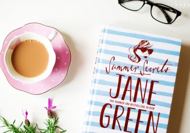win-Jane-Green-Summer-Secrets-book-Catharine-Noble-Photography-4(pp_w641_h425)